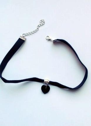 Черный бархатный чокер с черным сердцем