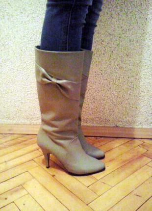 Кожаные демисезонные сапоги новые 40 размер каблук