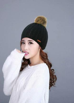 Теплая зимняя вязаная шапка с помпоном черная