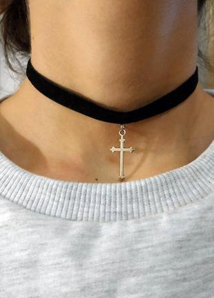 Черный бархатный чокер с крестом античное серебро