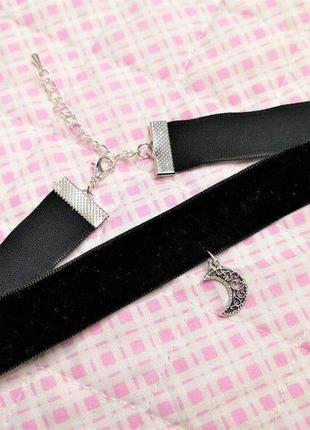 Черный бархатный чокер с подвеской полумесяц античное серебро