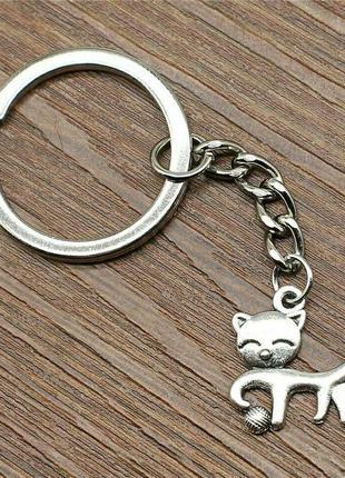 Брелок для ключей с подвеской котик с мячиком античное серебро
