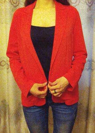 Стильный пиджак кораллового цвета