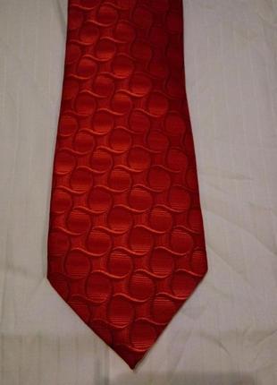 Шикарный шелковый яркий фирменный галстук hugo boss 100% silk.