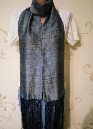 Красивый шелковый шарф с длинными кистями двухсторонний.