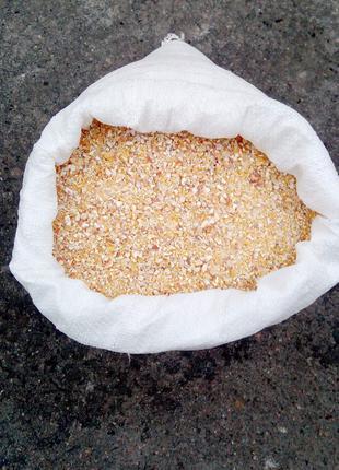 Крупа кукурузная,крупа пшеничная,мука кукурузная.