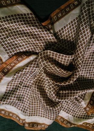 Элегантный атласный платок платочек . шелк атлас .
