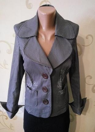 Классный стильный пиджак жакет. приталенный. размер12