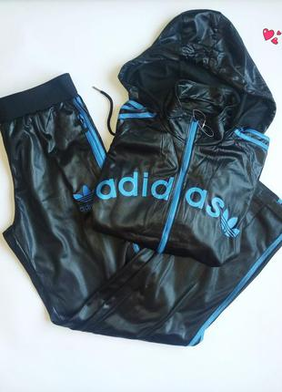 Костюм adidas спортивный брюки и куртка с логотипом