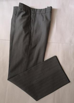 Мужские класические брюки с карманами.