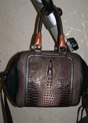 Стильная сумка под кожу крокодила