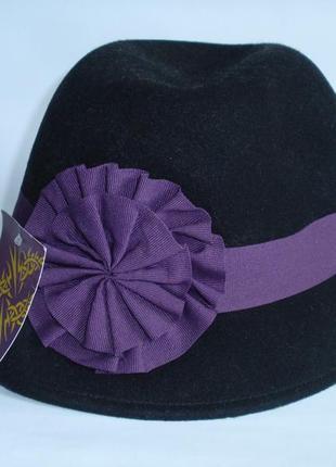 Красивая женская шляпа фетровая