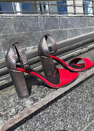 Натуральные босоножки на удобном каблуке