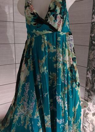 Очень красивое  эффектное платье!