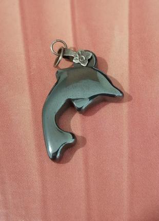Подвеска, кулон из натурального камня гематита в форме дельфина