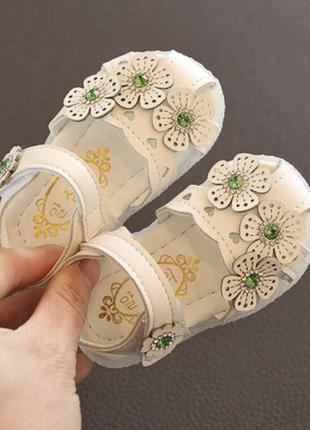 Сандали босоножки цветы модные для малышки