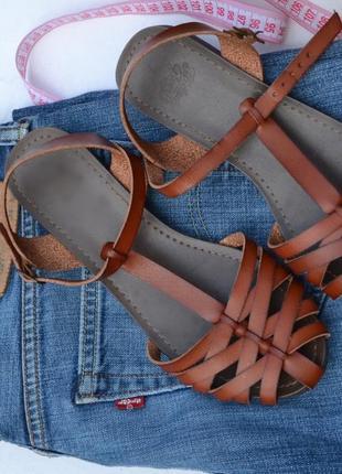 Стильные  дышащие  cahdалии от известного бренда обуви faded g...