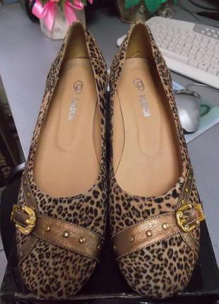 Легкие женские туфли- балетки с леопардовым принтом