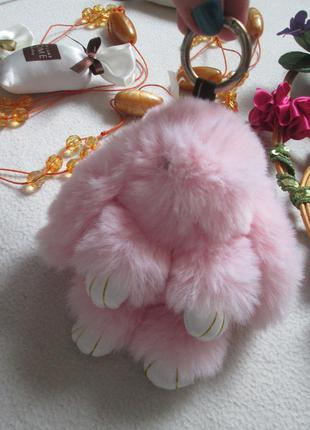 Миленький меховой пушистый розовый брелок зайчик кролик