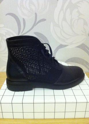 Новые,кожаные, летние ботинки /сетка/