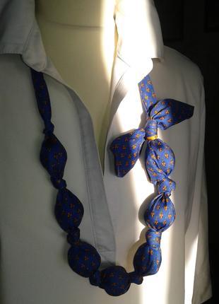 Стильные бусы голубого цвета(хенд мейд)-модно ярко необычно