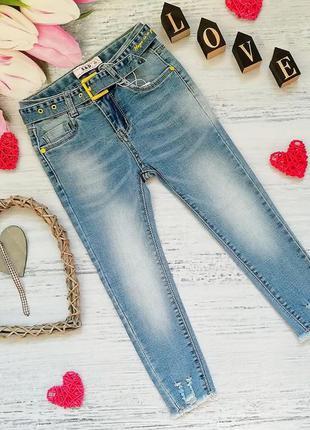 Модные джинсы с поясом на девочку