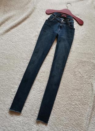 Прямые синие джинсы с рваным низом размер 27 killah miss sixty