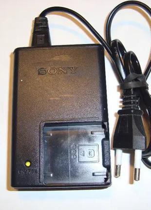 """Зарядное устройство """" Sony """"."""