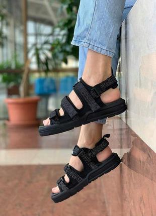 New balance sandals black