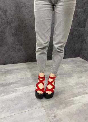 Красные замшевые босоножки на платформе