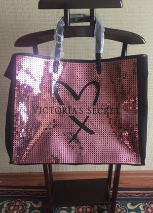 В продаже сумка с пайетками от victirias secret по сниженным ц...