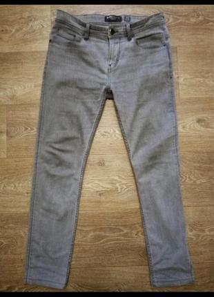 Модные зауженные мужские джинсы серого цвета bershka