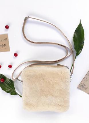 """Кожаная сумка с натуральным мехом """"малина"""" (молочная)"""