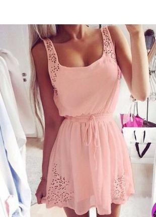Красивое нарядное летнее платье с перфорацией короткое коктейл...