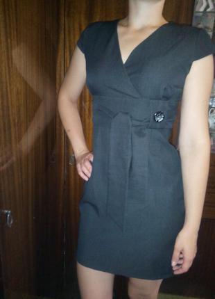 Короткое серое платье футляр облегающее повседневное с рукавом