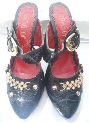 Туфли босоножки на среднем каблуке