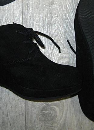 Осенние демисезонные черные ботинки ботильйоны на платформе та...