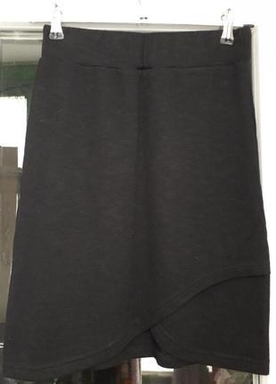 Esmara короткая черная юбка трапеция на резинке с разрезом