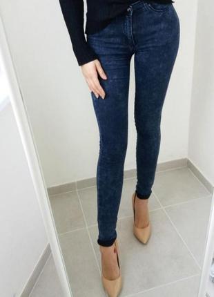 Tally weijl темно синие джинсы брюки джеггинсы