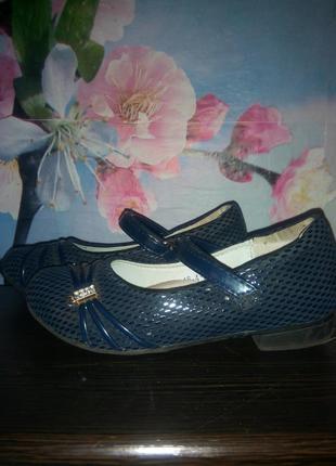 Нарядные туфли на девочку стелька 18 см.