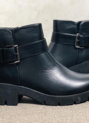 Женские ботинки на тракторная подошва утепленые