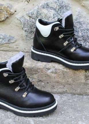 Зимние короткие кожаные ботинки на тракторной подошве