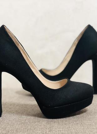 Туфли высокие на каблуке