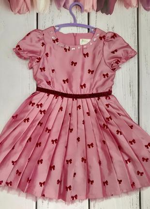 Прелестное розовое платье для девочки