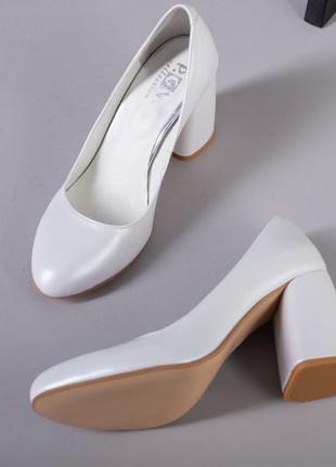 Женские белые перламутровые туфли на каблуке натуральная кожа