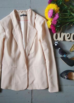 Актуальный базовый удлиненный пиджак кремового цвета atmosphere