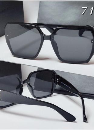 Женские солнцезащитные очки черные классика геометрия