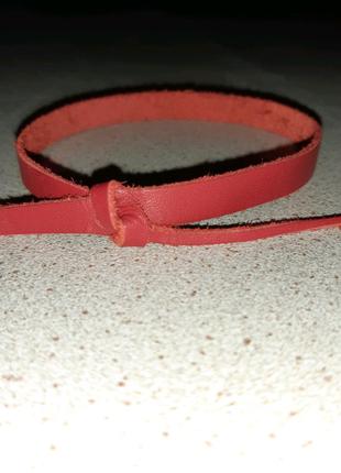 Красные ленты в поддержку медиков