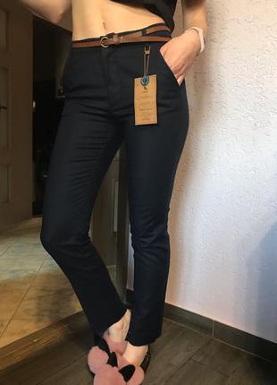 фирменные  чиносы  брюки офис от medicines