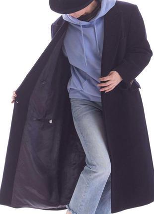 Пальто синее фиолетового цвета двубортные на двух пуговицах